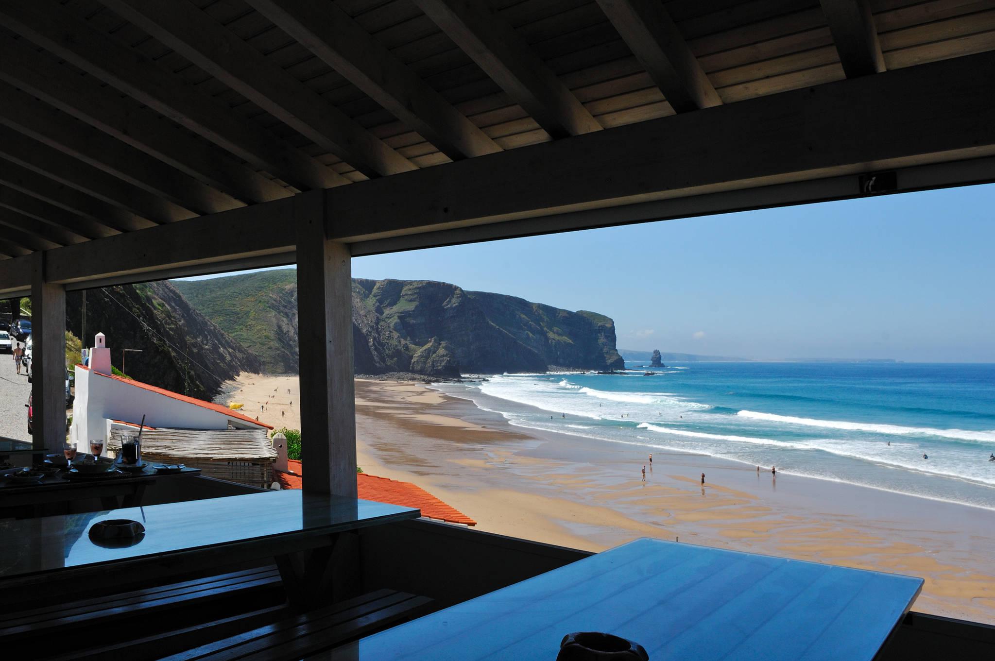 Resultado de imagem para restaurante na praia